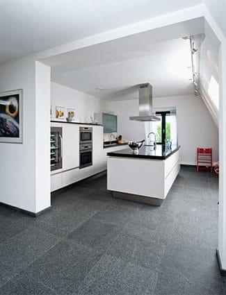 Van den Heuvel & Van Duuren levert prachtige basalt vloeren.