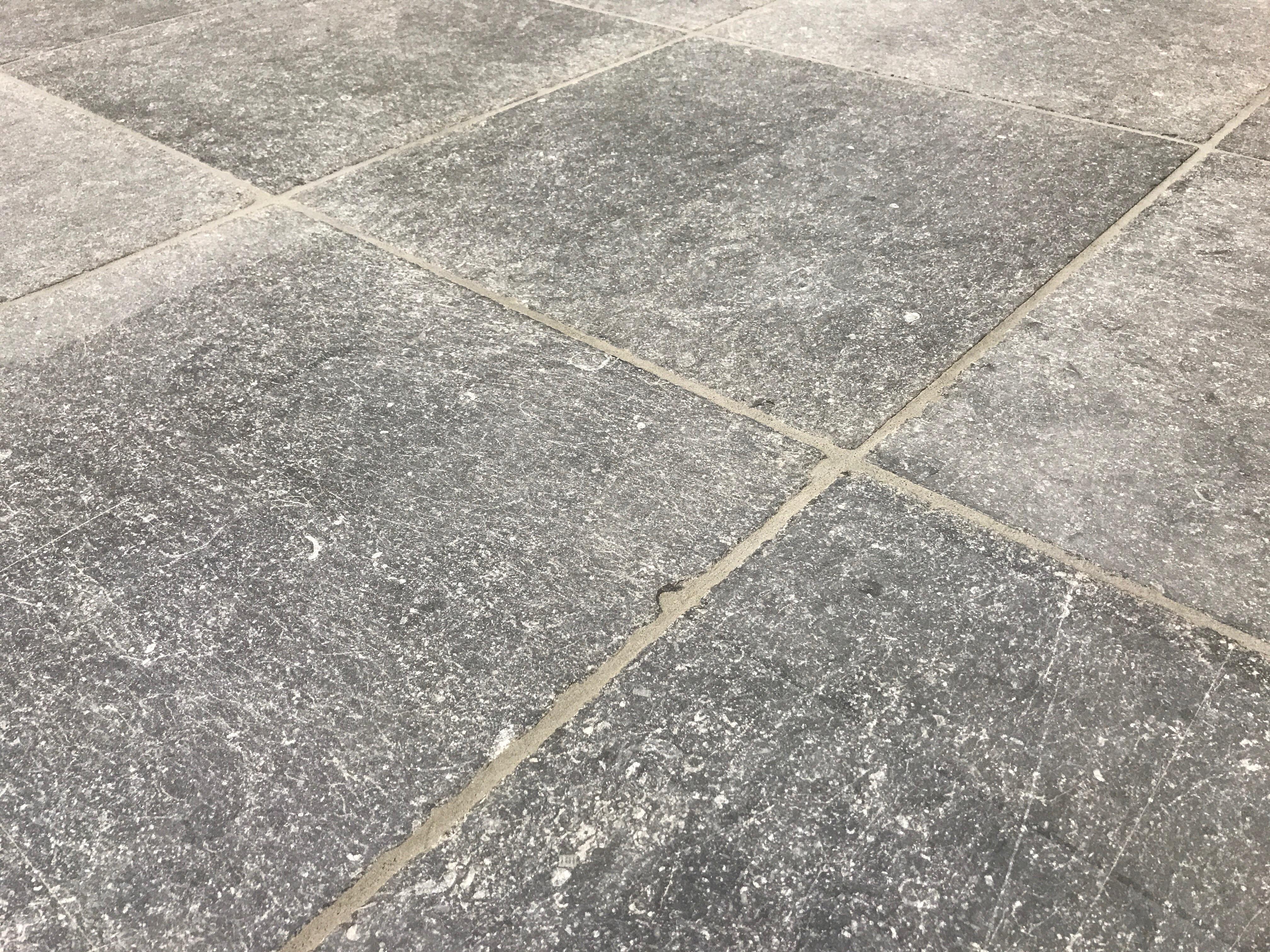 Belgisch Hardsteen Buiten.Belgisch Hardsteen Manueel Verouderd Lichte Schuring Van Den