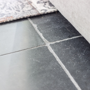 Harappa Stone Black Anticato grijze voeg