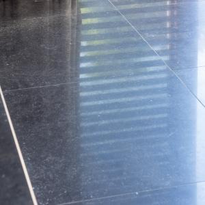 Belgisch Hardsteen strak gezaagd en donker gezoet