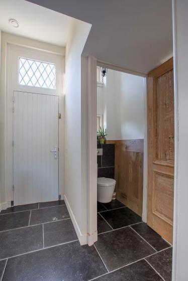 Belgisch Hardsteen Monastery Dark  Toilet