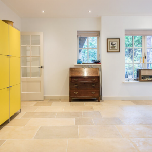 Pietra Etrusca Beige Anticato Yellow Closet