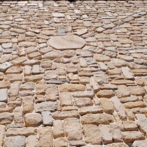 Limeyrat Gold, Beige & Grey, Rond Getrommelde straatsteentjes