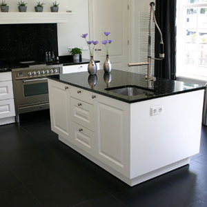 Absolute Black Leather Finish in de keuken