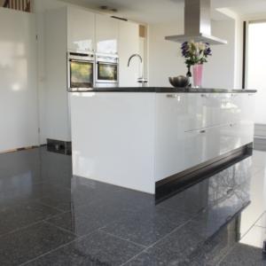 Silver Grey Gepolijst in keuken