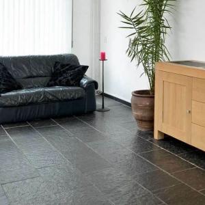 Noorse Leisteen Zwart Breukruw woonkamer