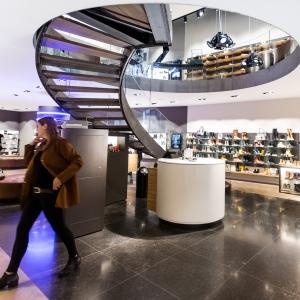 Belgisch Hardsteen Donker Gezoet vloer in winkel