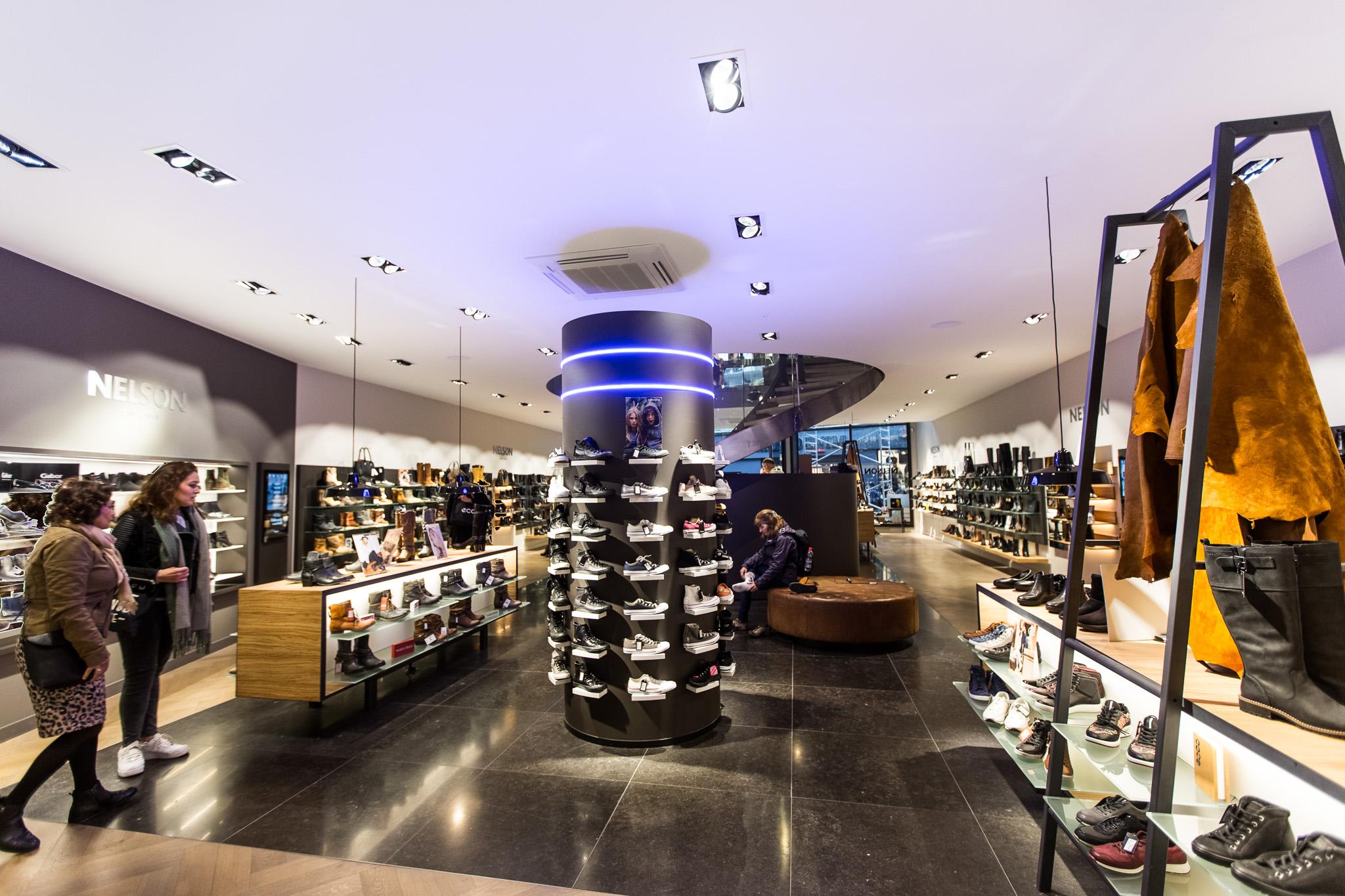 Belgisch Hardsteen Donker Blauw Gezoet in Schoenenwinkel