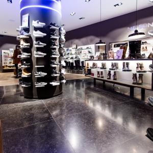 Belgisch Hardsteen Donker Blauw Gezoet in modern winkelpand