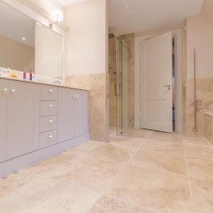 Apulia Ivory Beige badkamer