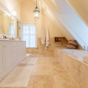 Apulia Ivory Beige travertin badkamer