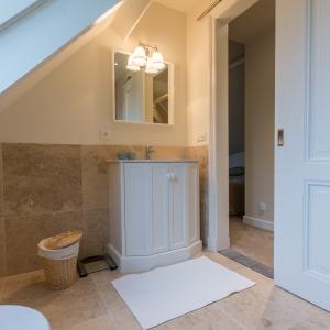 Apulia Ivory Beige travertin met badkamermeubel