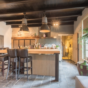 Heritage Black Anticato. Natuursteen tegels in landelijke keuken.