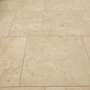 Crema Nova gezoet tegels. Natuursteen met beige kleur.
