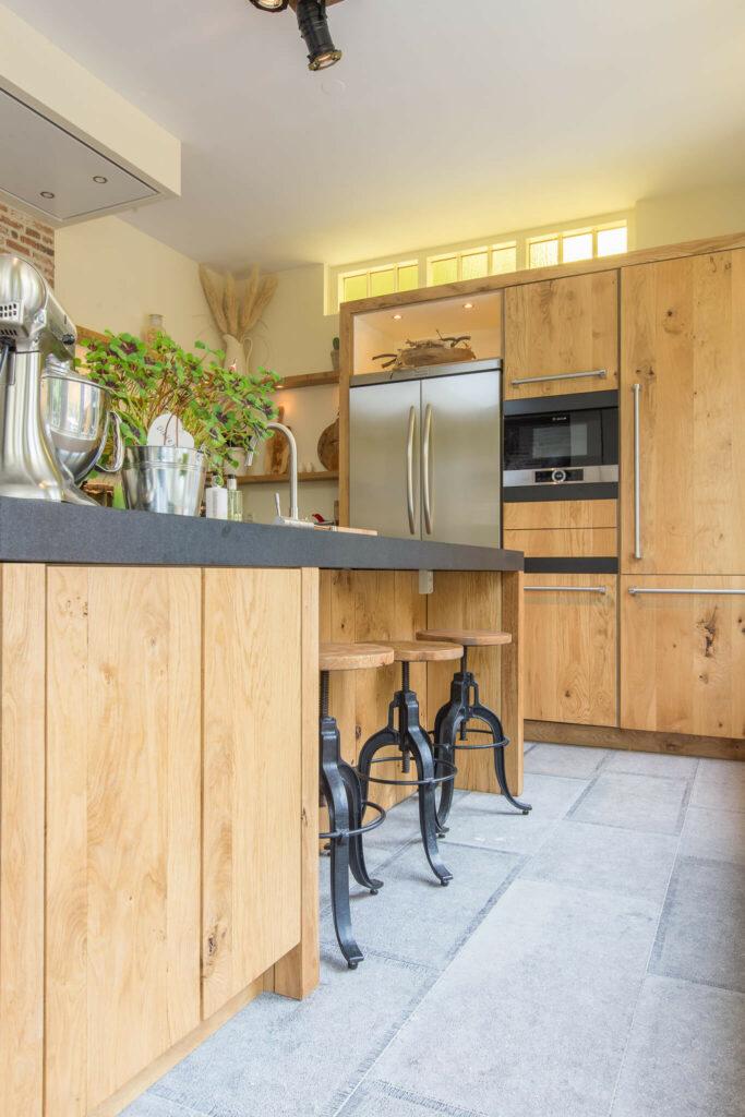 Belgisch Hardsteen Old Country Style. Natuursteen in de keuken.