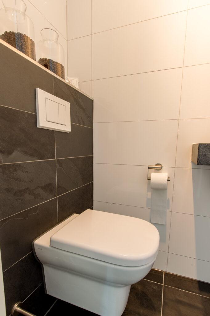 Mustang Leisteen Breukruw Achterwand Toilet