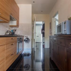 Graniet Black Galaxy Gepolijst. Granieten tegels in de keuken.