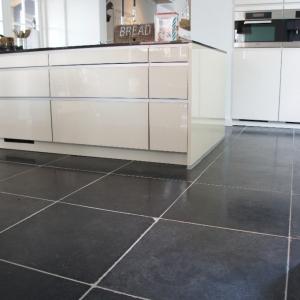 Harappa Stone Black in de keuken