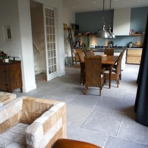 Castle Stones Brown Grey Woonkamer en keuken