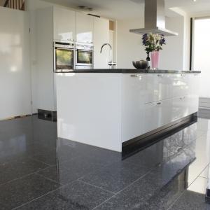 Graniet Silver Grey Gepolijst in keuken