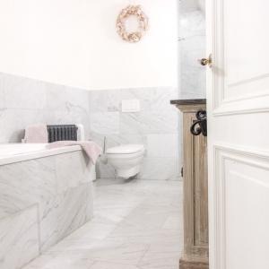 Bianco Carrara Gezoet in badkamer