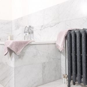 Bianco Carrara Gezoet op bad.