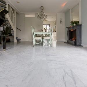 Bianco Carrara Type C Gezoet Woonkamer. Klassieke inrichting.
