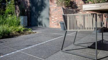 belgisch-hardsteen-look-donker-gezoet-outdoor-terrastegels-meekers