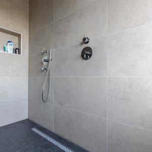Tribeca Watts Badkamer. Keramische tegels met afmeting 60x120 cm.