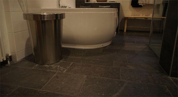 Noorse Leisteen in een badkamer - Van den Heuvel & Van Duuren