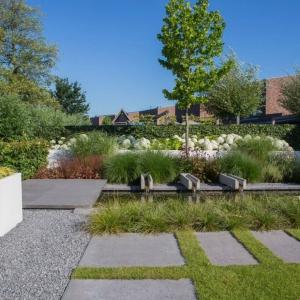 Ardenner Split in moderne tuin