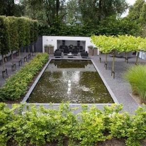 Basalt Split in tuin met vijver