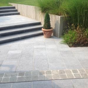 Belgisch Hardsteen Tegels Manueel verouderd, lichte schuring terras met trappen