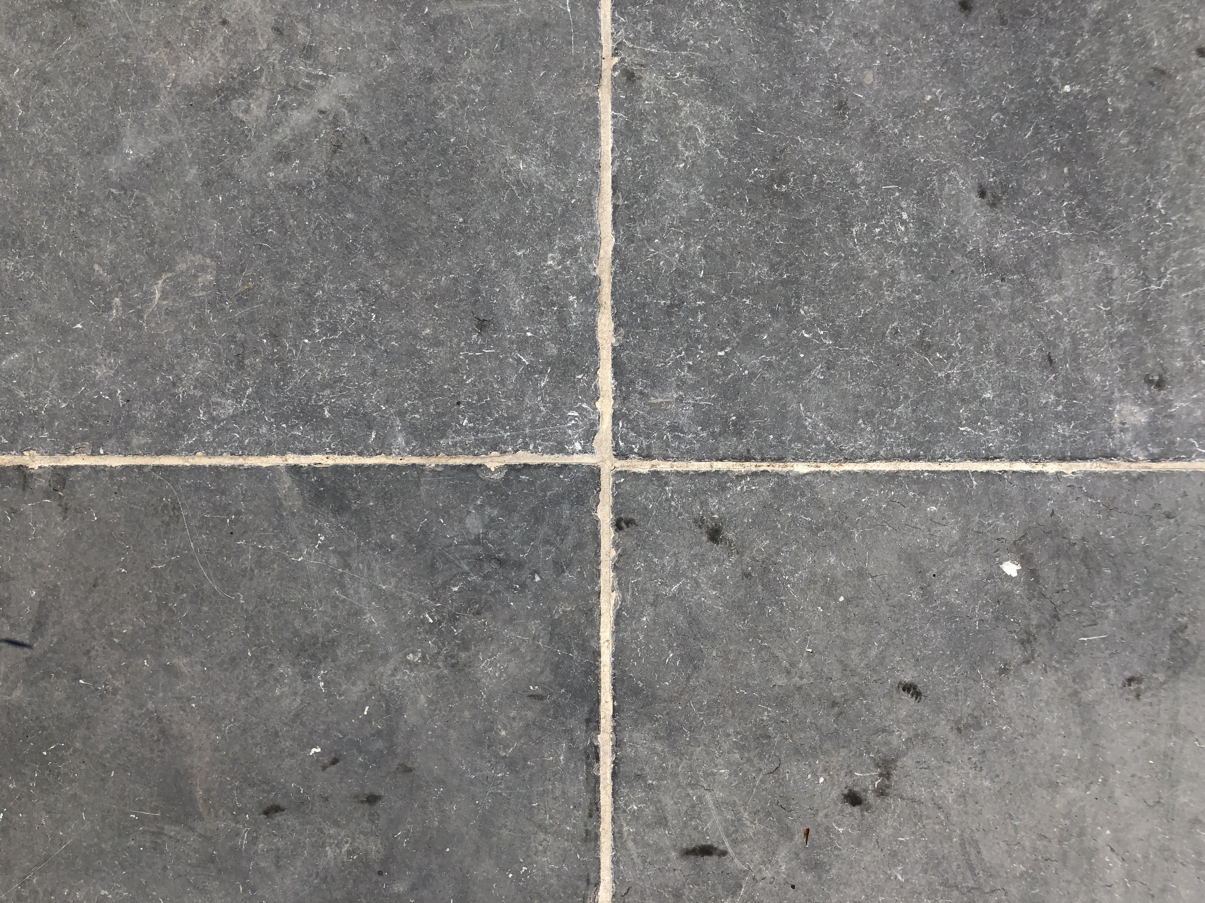 Vietnamese Hardsteen Anticato. Cementgrijs gevoegd.