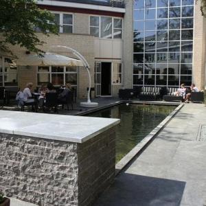 Mustang Leisteen Terrastegels op een terras van een hotel