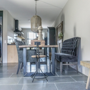 Cottage Stone Grey met eettafel