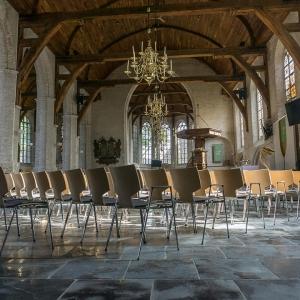Kloosterdallen Antiek Verouderd in oude kerk Maasland