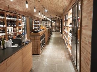 Bourgondische Dallen -Stormy Sky Authentic Finish in wijnkelder