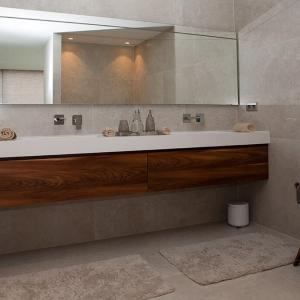 Secret Stone Mystery White tegels in badkamer.