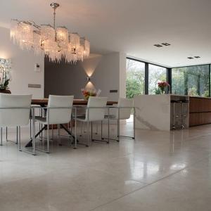 Secret Stone Precious Beige. Beige keramische tegels in keuken.