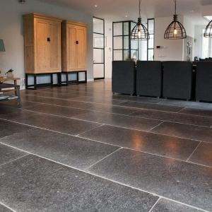 Belgisch Hardsteen Manueel Verouderd Lichte Schuring woonkamervloer