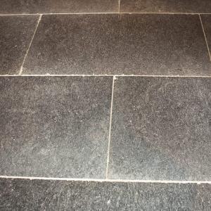 Belgisch Hardsteen Manueel Verouderd Lichte Schuring closeup
