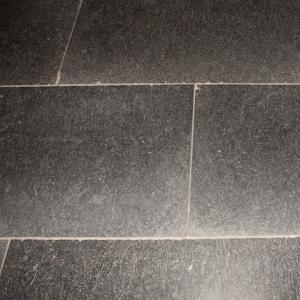Belgisch Hardsteen Manueel Verouderd Lichte Schuring 120x60cm
