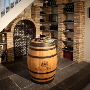 Belgisch Hardsteen Manueel Verouderd Lichte Schuring in wijnkelder