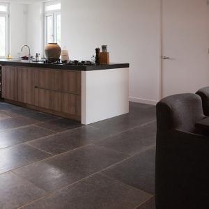 Belgisch Hardsteen Manueel Verouderd Lichte Schuring in keuken