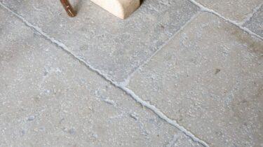 bourgondische-dallen-vieux-medoc-patine-vloertegels-tegelvloer-01