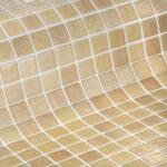 beige antislip glasmozaiek voor uw zwembad of wellness sauna