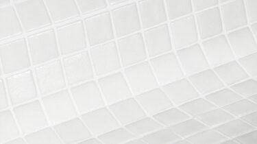 witte antislip glasmozaiek voor uw zwembad of wellness van ezarri