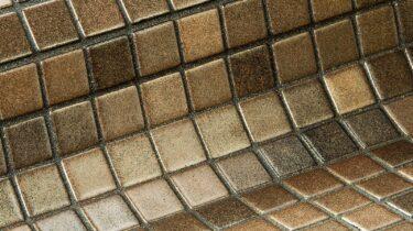 een donker gouden glasmozaiek voor uw zwembad, wellness op sauna