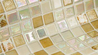 lichte gele glasmozaiek steentjes voor uw wellnes, zwembad of sauna